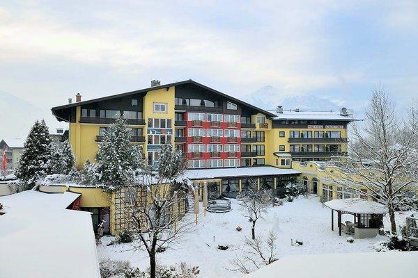 buitenkant-hotel-latini-schuttdorf-zell-am-see-europa-sportregion-wintersport-oostenrijk-interlodge.jpg