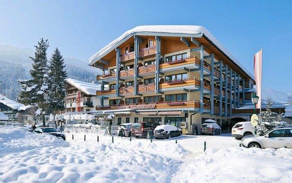 buitenkant-hotel-hanneshof-filzmoos-salzburger-sportwelt-wintersport-oostenrijk-interlodge.jpg