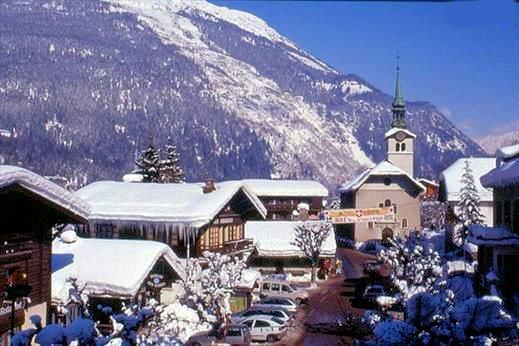 les-houches-kerk-pays-du-mont-blanc-wintersport-frankrijk-ski-snowboard-raquettes-langlaufen-wandelen-interlodge.jpg