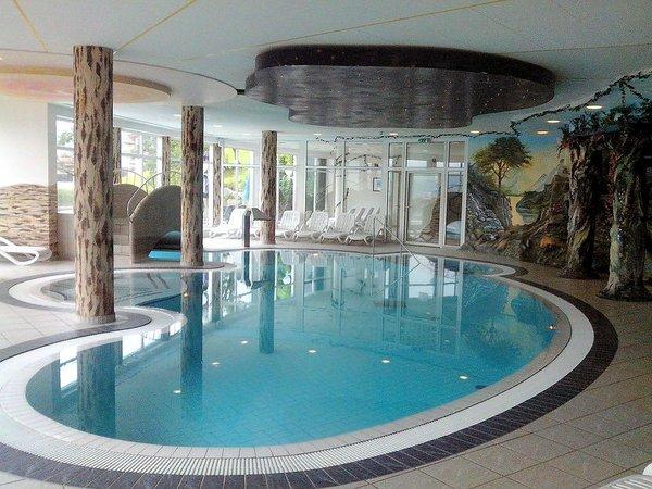 zwembad-ferienhotel-hoppet-hart-im-zillertal-hochzillertal-wintersport-oostenrijk