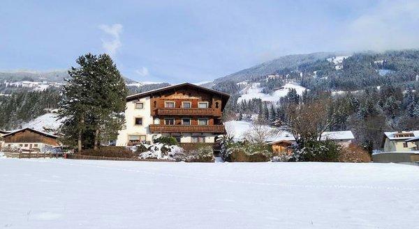buitenkant-landhaus-maridl-hart-im-zillertal-wintersport-interlodge.jpg