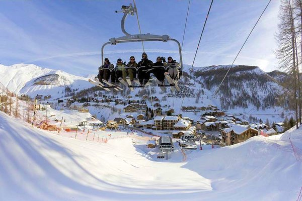 stoeltjeslift-foux-d-allos-espace-lumiere-frankrijk-wintersport-ski-snowboard-raquette-schneeschuhlaufen-langlaufen-wandelen-interlodge.jpg