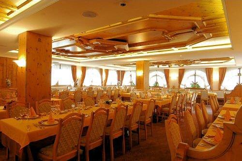 restaurant-hotel-tevini-commezzadura-skirama-dolomiti-wintersport-italie-ski-snowboard-raquettes-schneeschuhlaufen-langlaufen-wandelen-interlodge.jpg