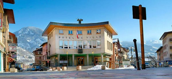 hotel-de-ville-bourg-st-maurice-paradiski-wintersport-frankrijk-ski-snowboard-raquettes-schneeschuhlaufen-langlaufen-wandelen-interlodge.jpg
