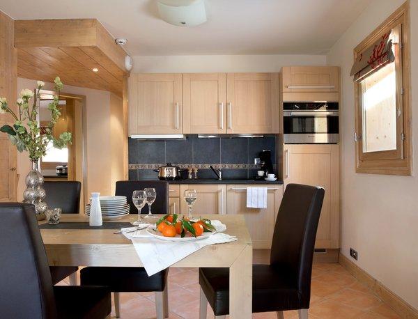 residence-le-cristal-de-l-alpe-keuken-alpe-d-huez-grandes-rousses-interlodge.jpg