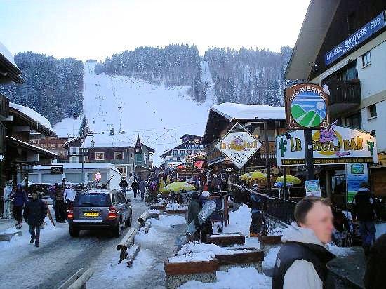 morzine-centrum-les-portes-du-soleil-wintersport-frankrijk-ski-snowboard-raquettes-schneeschuhlaufen-langlaufen-wandelen-interlodge.jpg