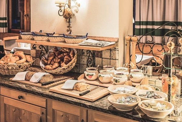 ontbijtbuffet-hotel-kertess-st-anton-arlberg-wintersport-oostenrijk-interlodge