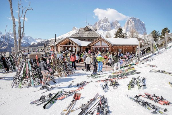apres-ski-dolomiti-superski-wintersport-italie-interlodge