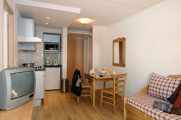 interieur-keuken-residence-rond-point-des-pistes-tignes-val-claret-espace-killy-interlodge.jpg