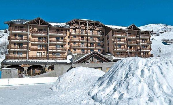 buitenkant-residence-lours-blanc-valmeinier-domaine-galibier-thabor-wintersport-frankrijk-ski-snowboard-raquettes-schneeschuhlaufen-langlaufen-wandelen-interlodge.jpg