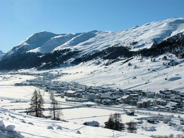 dorp-livigno-uitzicht-wintersport-italie-interlodge.jpg