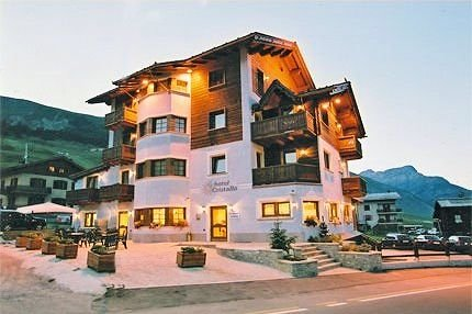 buitenkant-hotel-cristallo-livigno-wintersport-italie-interlodge