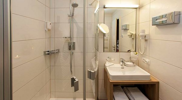 spiegel-hotel-elisabeth-fugen-wintersport-interlodge.jpg