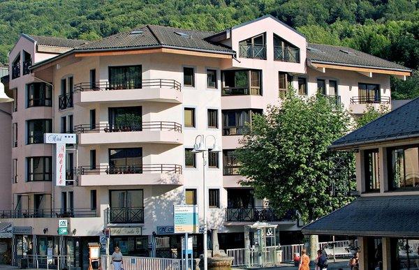 buitenkant-hotel-amelie-brides-les-bains-les-trois-vallees-frankrijk-wintersport-ski-snowboard-raquettes-schneeschuhlaufen-langlaufen-wandelen-interlodge.jpg