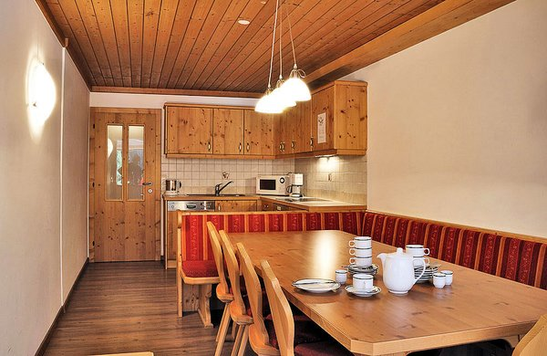 interieur-ast-n-hutten-keuken-5-kamer-appartement-zillertal-arena-wintersport-oostenrijk-ski-snowboard-raquettes-scneeschuhlaufen-langlaufen-wandelen-interlodge.jpg