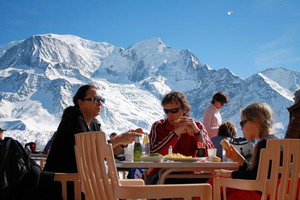 aan-de-voet-van-de-mont-blanc-terras-les-houches-wintersport-vakantie-frankrijk-ski-snowboard-raquette-schneeschuhlaufen-langlaufen-wandelen-interlodge.jpg