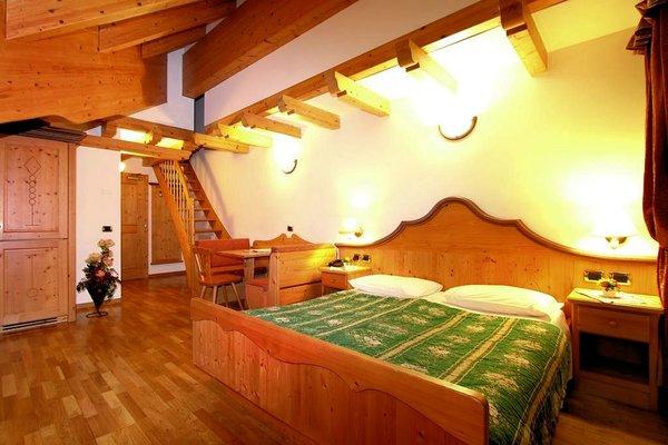 slaapkamer-gran-chalet-soreghes-campitello-dolomiti-wintersport-italie-interlodge.jpg