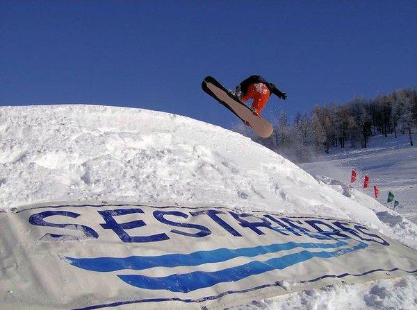 boarder-sestriere-via-lattea-italie-wintersport-ski-snowboard-raquettes-schneeschuhlaufen-langlaufen-wandelen-interlodge.jpg
