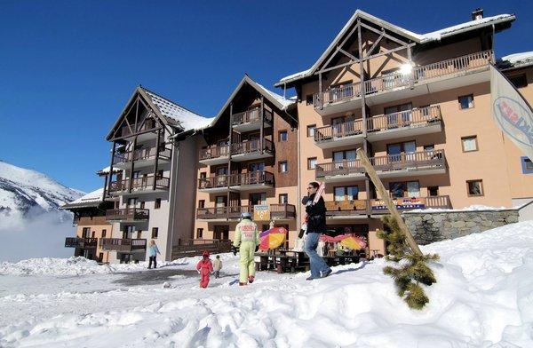 buitenkant-residence-les-lumieres-de-neige-valmeinier-wintersport-frankrijk-ski-snowboard-raquettes-schneeschuhlaufen-langlaufen-wandelen-interlodge.jpg