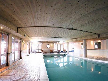 zwembad-chalet-des-neiges-arolles-arc-2000-paradiski-wintersport-frankrijk-ski-snowboard-raquettes-langlaufen-wandelen-interlodge.jpg