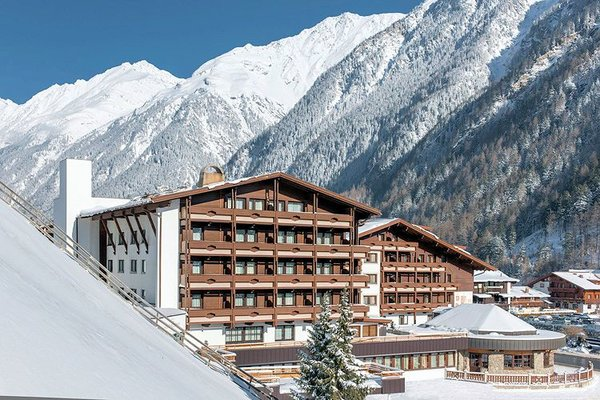 buitenkant-hotel-tyrolerhof-solden-otztal-arena-wintersport-oostenrijk.jpg