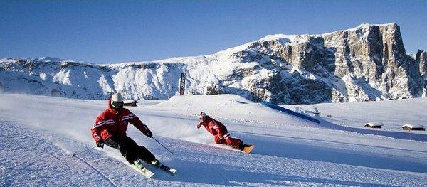 skiers-sella-ronda-dolomiti-superski-italie-wintersport-vakantie-ski-snowboard-raquette-schneeschuhlaufen-langlaufen-wandelen-interlodge.jpg