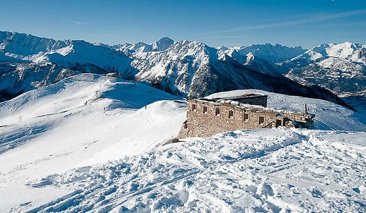 montgenevre-ruine-via-lattea-frankrijk-wintersport-ski-snowboard-raquette-schneeschuhlaufen-langlaufen-wandelen-interlodge.jpg