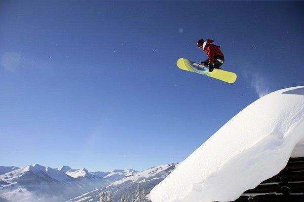 snowboarder-saalbach-hinterglemm-oostenrijk-wintersport-ski-snowboard-raquette-schneeschuhlaufen-langlaufen-wandelen-interlodge.jpg
