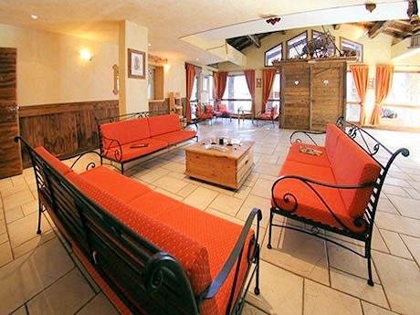 receptie-chalet-des-neiges-arolles-arc-2000-paradiski-wintersport-frankrijk-ski-snowboard-raquettes-langlaufen-wandelen-interlodge.jpg
