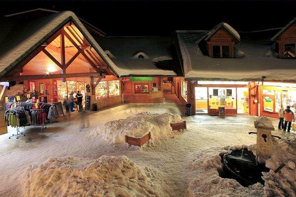 place-des-boutiques-la-joue-du-loup-wintersport-frankrijk-ski-snowboard-raquettes-schneeschuhlaufen-langlaufen-wandelen-interlodge.jpg