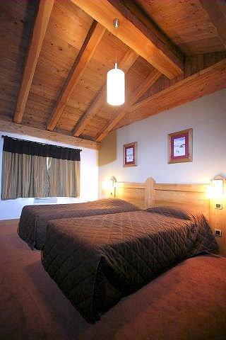 residence-alba-interieur-slaapkamer-zolder-les-deux-alpes-wintersport-frankrijk-ski-snowboard-raquettes-schneeschuhlaufen-langlaufen-wandelen-interlodge.jpg