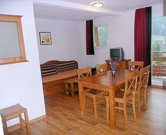 interieur-kamer-residence-les-cimes-du-val-d-allos-espace-lumiere-interlodge.jpg
