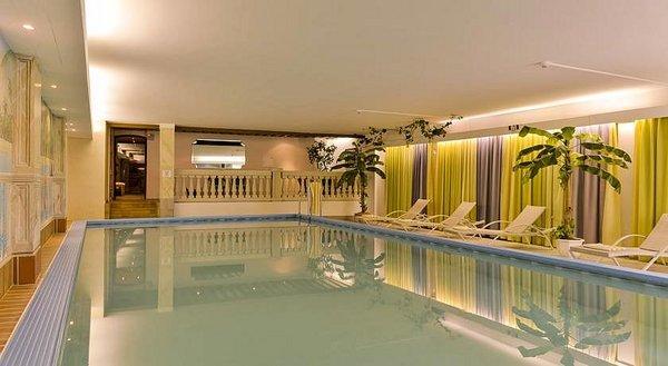 zwembad-hotel-kertess-st-anton-wintersport-interlodge.jpg
