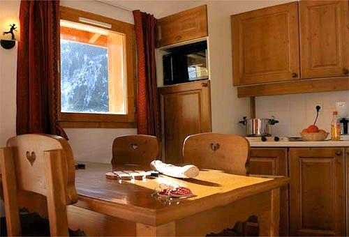 keuken-les-chalets-de-la-ramoure-valfrejus-frankrijk-wintersport-ski-snowboard-raquettes-schneeschuhlaufen-langlaufen-wandelen-interlodge.jpg