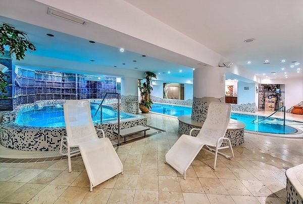 zwembad-luna-hotel-folgarida-skirama-dolomiti-wintersport-italie-interlodge