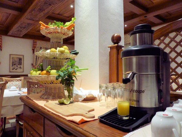 buffet-hotel-monteginer-mezzana-skirama-dolomiti-wintersport-italie-interlodge
