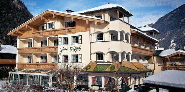 buitenkant-hotel-st-george-mayrhofen-hochzillertal-wintersport-oostenrijk-interlodge.jpg