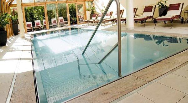zwembad-hotel-kaiserhof-kitzbuhel-wintersport-interlodge.jpg