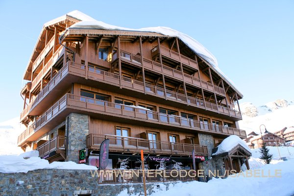 buitenkant-residence-montana-airelles-tignes-le-lac-espace-killy-frankrijk-wintersport-ski-snowboard-raquettes-schneeschuhlaufen-langlaufen-wandelen-interlodge.jpg