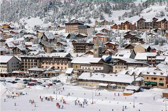 skidorp-montgenevre-via-lattea-wintersport-frankrijk-ski-snowboard-raquettes-schneeschuhlaufen-langlaufen-wandelen.jpg