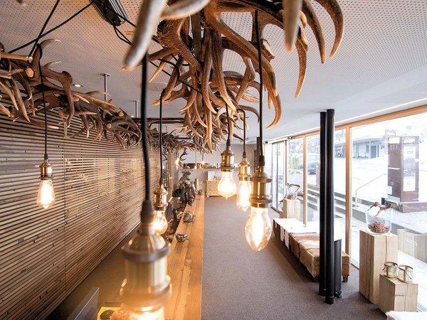 receptie-hotel-valavier-brand-bei-bludenz-brandnertal-vorarlberg-wintersport-oostenrijk-interlodge