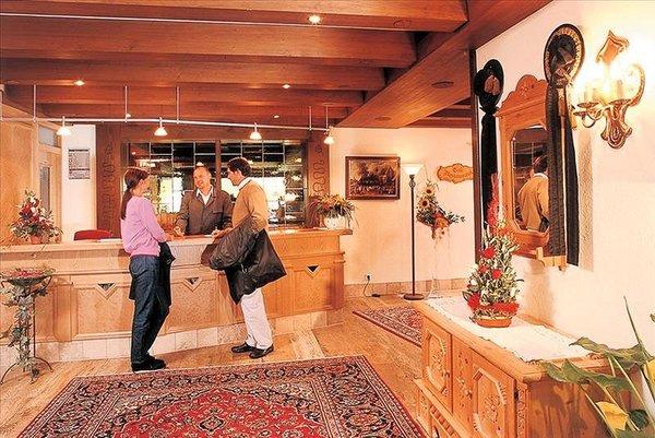 receptie-hotel-tyrol-soll-am-wilden-kaiser-wintersport-interlodge.jpg