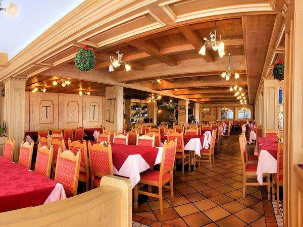 restaurant-sporting-hotel-passo-tonale-wintersport-italie-ski-snowboard-raquettes-schneeschuhlaufen-langlaufen-wandelen-interlodge.jpg