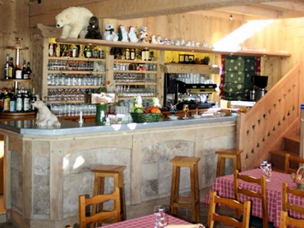 hotel-l-ours-blanc-bar-les-menuires-les-trois-vallees-interlodge.jpg