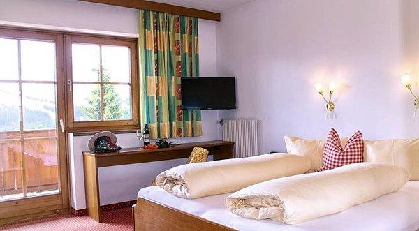 kamer-hotel-ursprung-konigsleiten-zillertal-arena-wintersport-oostenrijk-ski-snowboard-schneeschuhlaufen-langlaufen-wandelen-interlodge.jpg