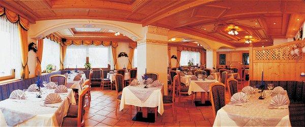 hotel-tyrolia-restaurant=malga-ciapela-marmolada-dolomiti-wintersport-italie-interlodge.jpg