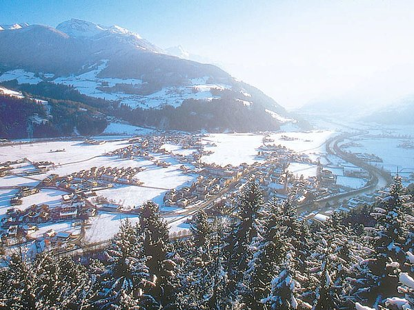 dorp-zell-am-ziller-zillertal-arena-wintersport-oostenrijk-ski-snowboard-raquette-schneeschuhlaufen-langlaufen-wandelen-interlodge.jpg