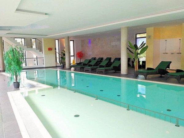 zwembad-schonblick-mountain-resort-rauris-wintersport-oostenrijk-interlodge
