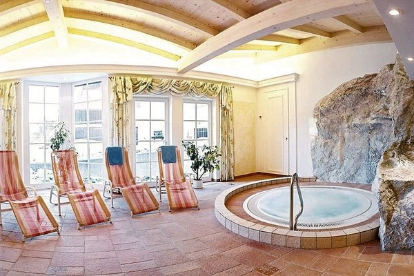 wellness-sporthotel-brixen-skiwelt-wilder-kaiser-wintersport-interlodge.jpg