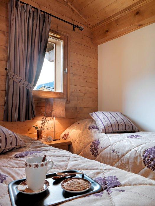 residence-la-reine-des-pres-interieur-slaapkamer-samoens-le-grand-massif-wintersport-frankrijk-ski-snowboard-raquettes-schneeschuhlaufen-langlaufen-wandelen-interlodge.jpg